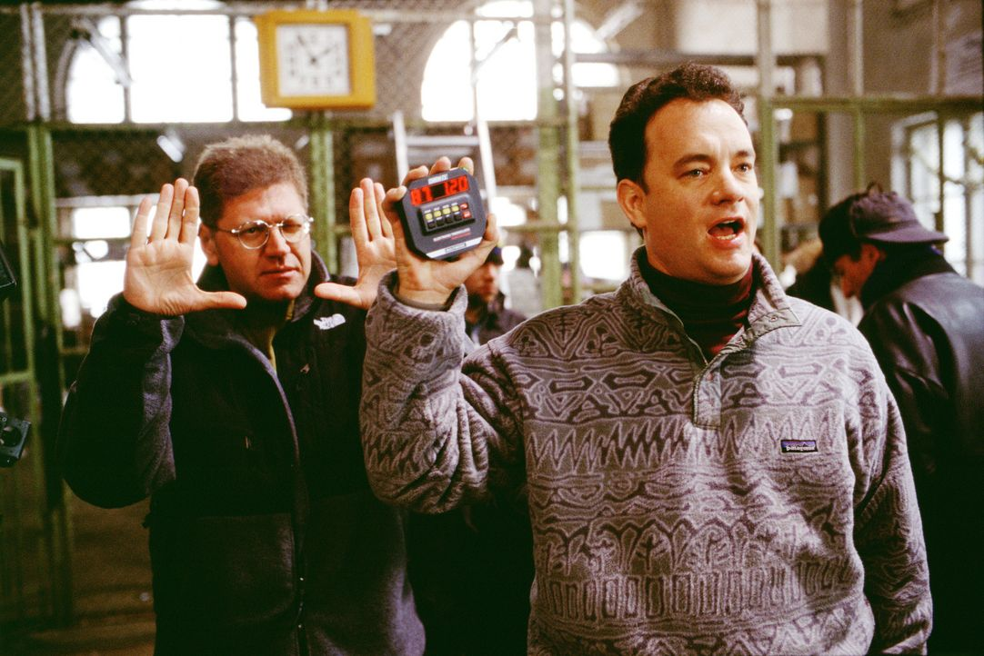 Hauptdarsteller Tom Hanks, r. und der Regisseur Robert Zemeckis, l. - Bildquelle: 2001 Twentieth Century Fox Film Corporation and Dreamworks LLC. All rights reserved