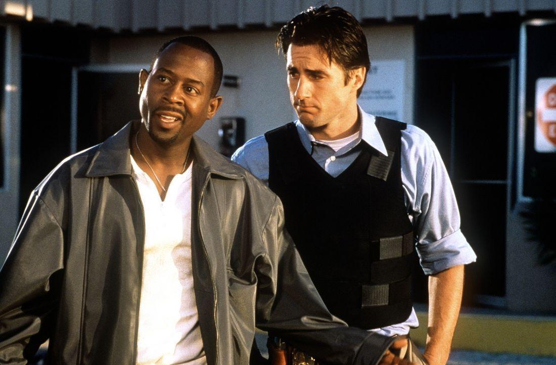 Ein ungleiches Paar: der harmlose Nachwuchs-Cop Carlson (Luke Wilson, r.) und sein hemmungsloser Kollege Miles (Martin Lawrence, l.) ... - Bildquelle: Columbia Pictures