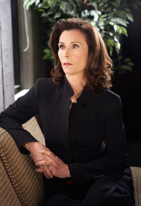 Botschafterin Elizabeth Prentiss (Kate Jackson) sucht die Hilfe ihrer Tochter Emily und des BAU-Teams ... - Bildquelle: Touchstone Television