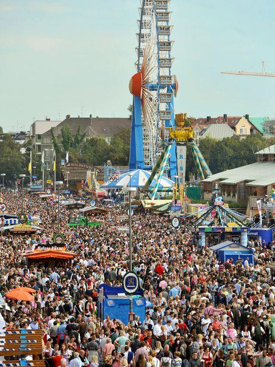 Oktoberfest-12-09-23-Luftansicht-Besucher-dpa - Bildquelle: picture alliance / dpa