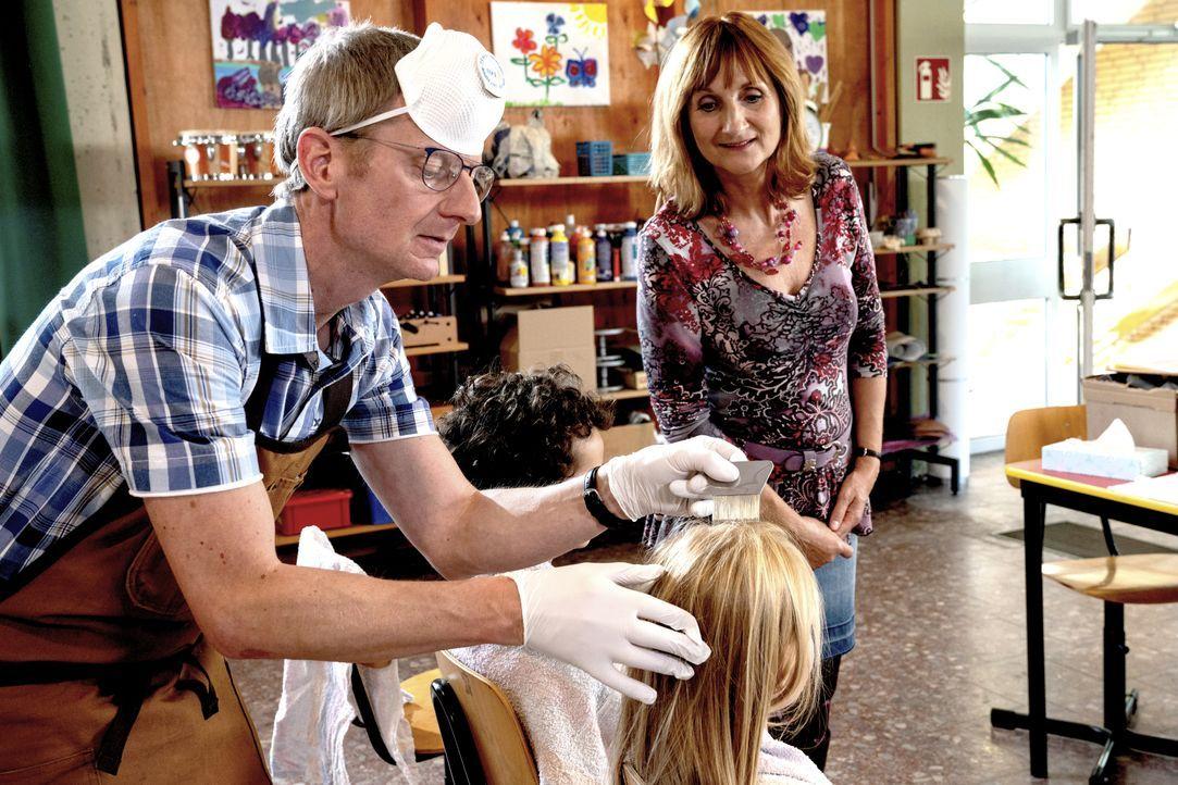 Stefan (Michael Kessler, l.); Doris (Petra Nadolny, r.) - Bildquelle: Frank Dicks SAT.1 / Frank Dicks