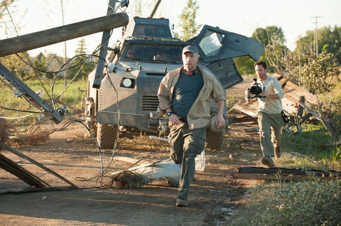 Während einige Bewohner Silvertons um ihr Leben rennen und versuchen, dem tödlichen Tornado zu entkommen, laufen andere gerade mitten in den monströ... - Bildquelle: 2014 © Warner Bros.