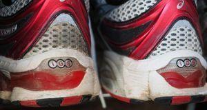 Ganz easy: Mit einem x-beliebigen Schuh bekommen Sie eine Flasche mit Korken...