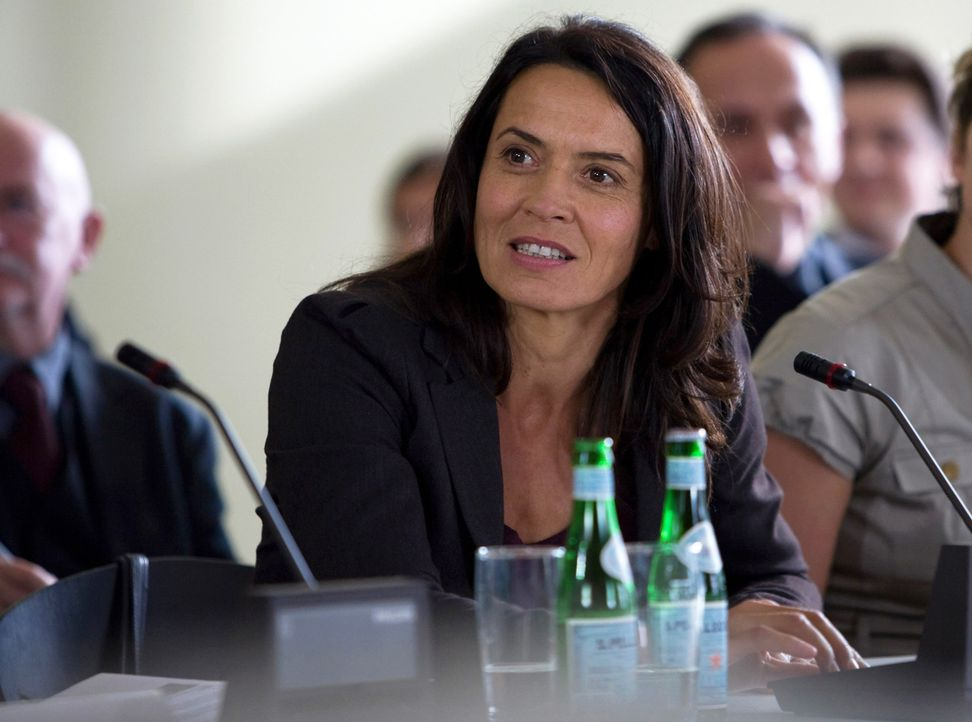 Versucht alles, um die alten AKWs stilllegen zu lassen: die ehemalige AKW-Sicherheitschefin Katja Wernecke (Ulrike Folkerts) ... - Bildquelle: SAT.1