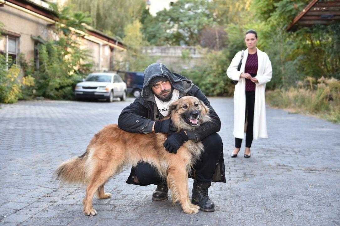 Melissa (Sarah Maria Besgen, r.) gibt alles, um Daniel (Raphael Vogt, l.) in der Stadt zu halten ... - Bildquelle: Andre Kowalski SAT.1/André Kowalski