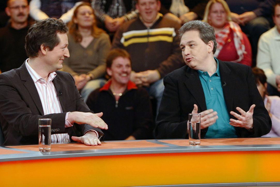 """Dr. Eckart von Hirschhausen (l.) und Oliver Kalkofe (r.) zu Gast bei """"Genial daneben"""" - Bildquelle: Sat.1"""
