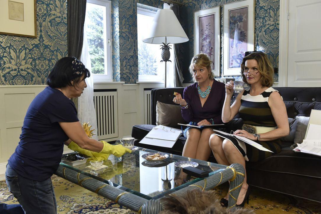 Noch ahnt Gül (Özay Fecht, l.) nicht, was Felicitas (Claudia Lietz, M.) und Sylvia (Eva Mannschott, r.) vorhaben ... - Bildquelle: Claudius Pflug SAT.1