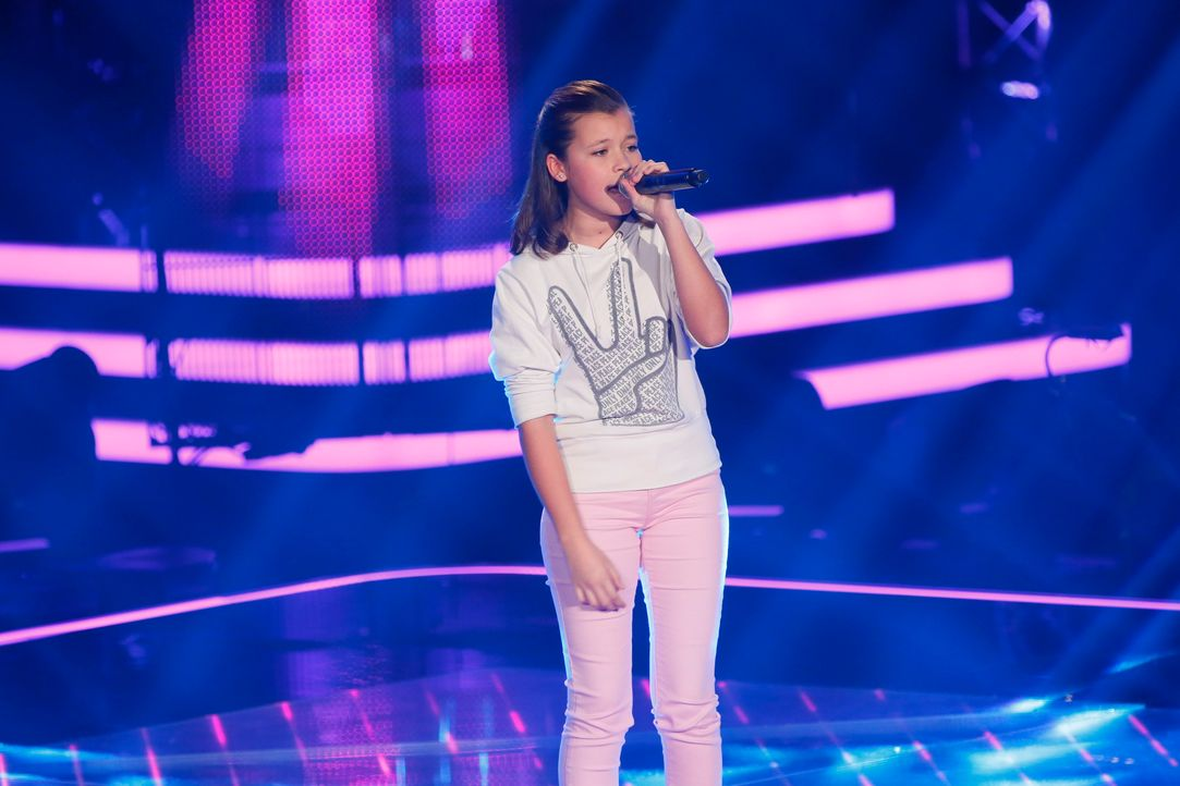 The-Voice-Kids-Stf03-Epi04-Chiara-SAT1-Richard-Huebner - Bildquelle: SAT.1/Richard Hübner