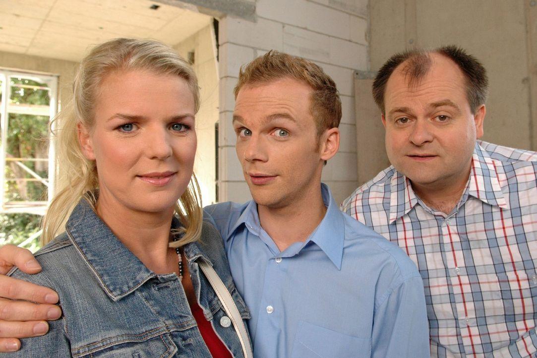 v.l.n.r.: Mirja Boes, Ralf Schmitz und Markus Majowski sind die Bewohner der beliebten Comedy-WG und lassen die Zuschauer wieder an ihrem turbulente... - Bildquelle: Oliver S. Sat.1