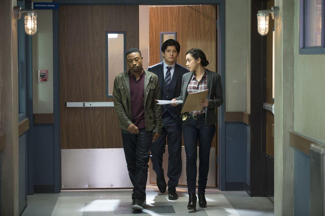 Ein ganz besonderes Ermittlerteam: Carter (Justin Hires, l.), Lee (Jon Foo, M.) und Didi (Aimee Garcia, r.) ... - Bildquelle: Warner Brothers
