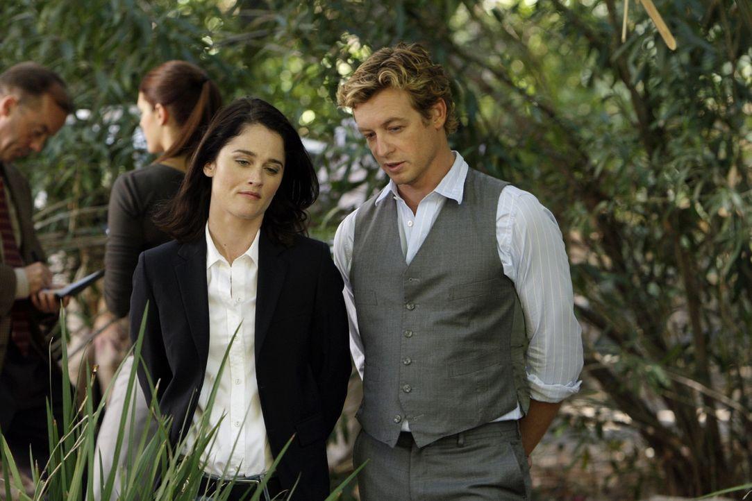 Müssen einen neuen Mordfall klären: Teresa (Robin Tunney, l.) und Patrick (Simon Baker, r.) ... - Bildquelle: Warner Bros. Television