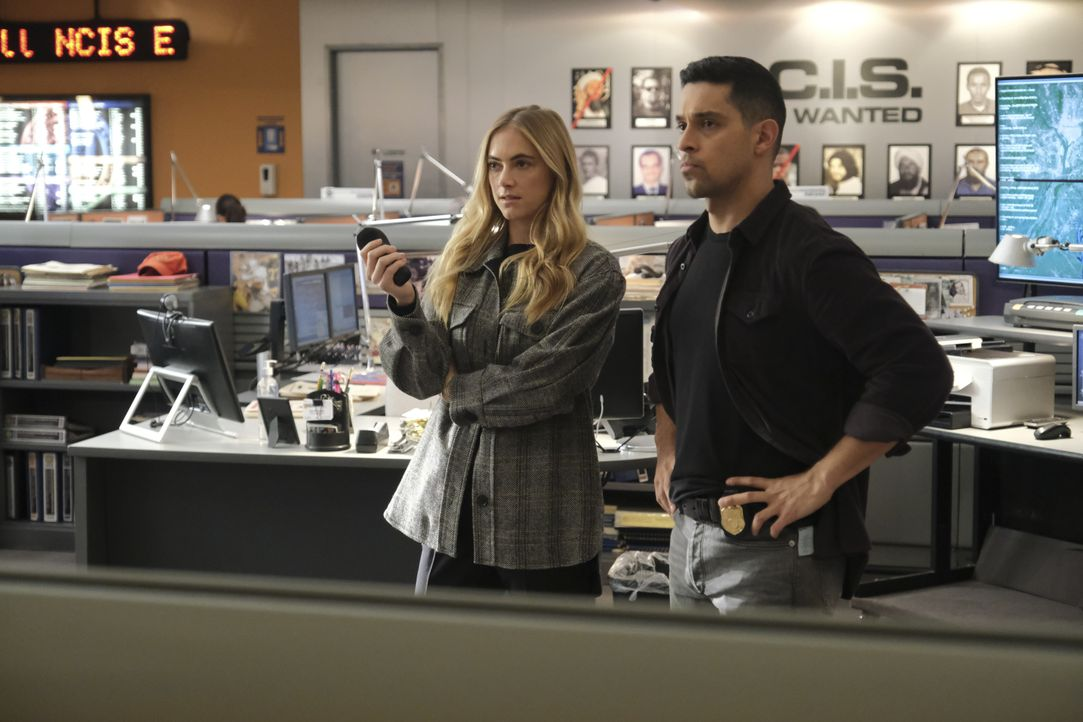 Ellie Bishop (Emily Wickersham, l.); Nick Torres (Wilmer Valderrama, r.) - Bildquelle: Patrick Wymore 2020 CBS Broadcasting Inc. All Rights Reserved. / Patrick Wymore