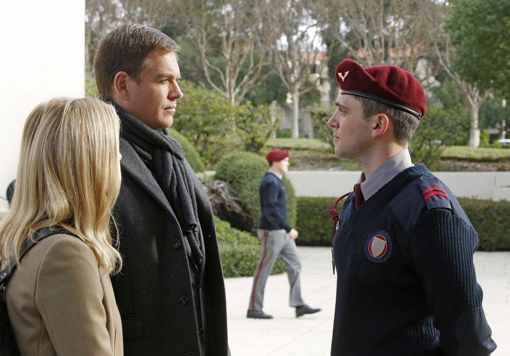 Um den Mord an einem jungen Marine aufzuklären, kehrt DiNozzo (Michael Weatherly) gemeinsam mit Bishop (Emily Wickersham, l.) zu der Militärakademie... - Bildquelle: CBS Television