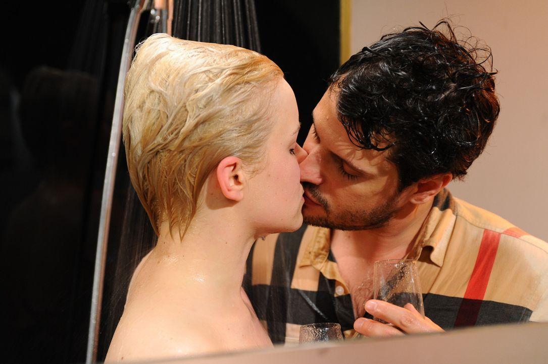 Die Hochzeit steht kurz bevor: Olivia (Kasia Borek, l.) und Luca (Manuel Cortez, r.) ... - Bildquelle: SAT.1