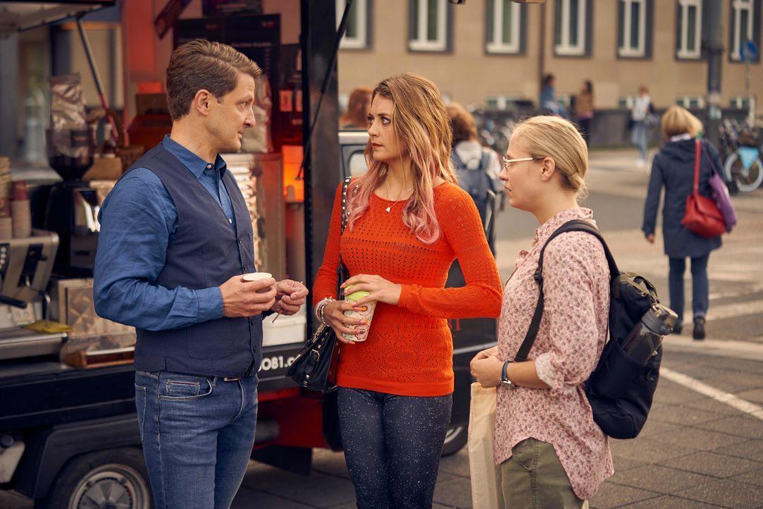 (v.l.n.r.) Professor Amling (Holger Stockhaus); Nicole Pütz (Hanna Plaß); Johanna (Annina Euling) - Bildquelle: Frank Dicks SAT.1 / Frank Dicks