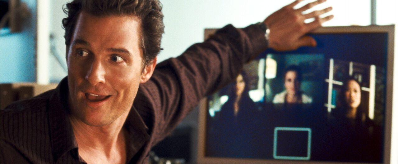 Der Womanizier Connor Mead (Matthew McConaughey) schreckt nicht davor zurück, während einer Videokonferenz mit all seinen Freundinnen gleichzeitig... - Bildquelle: 2008   Warner Brothers