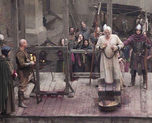 Graf Bartholomäus von Shiring (Donald Sutherland) besteigt das Schafott. - Bildquelle: Egon Endrenyi - Tandem Productions - Pillars Productions