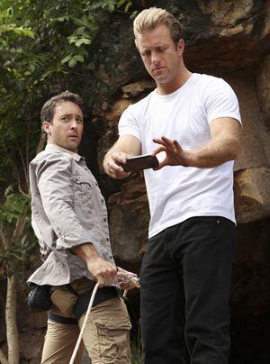 Bei ihrer Tour machen Steve (Alex O'Loughlin) und Danny (Scott Caan) eine schreckliche Entdeckung. - Bildquelle: CBS Studios