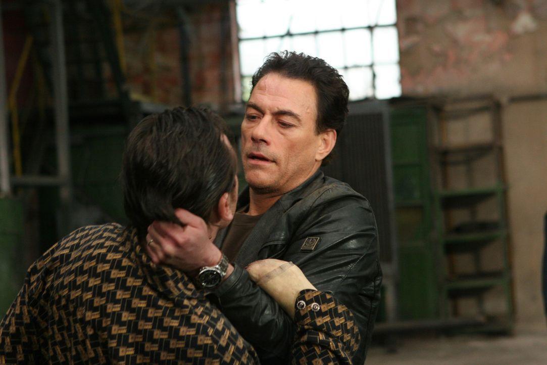 Mit ihm ist nicht zu spaßen: Cop Anthony Stowe (Jean-Claude Van Damme, r.) ...