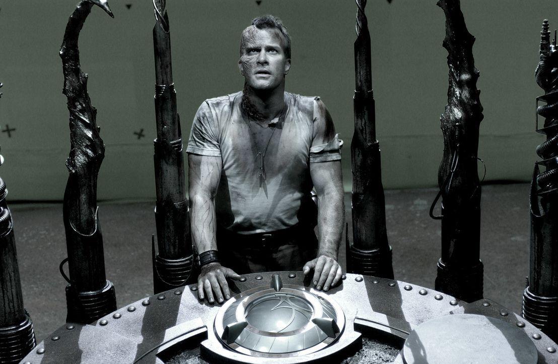 Kann Major Mitch Hunter (Thomas Jane) die Maschine, die aus allen Toten und Sterbenden blutrünstige Mutanten bastelt, vernichten? - Bildquelle: 2008 Campfame Limited. Mutant Chronicles International, Inc. All rights reserved.
