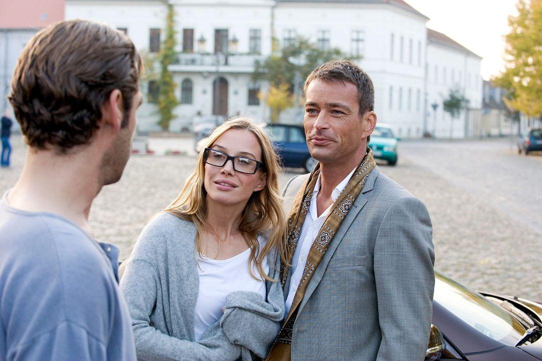 Luca (Jan Sosniok, r.) ist überrschend nach Kremmen gekommen, um Maja (Nadeshda Brennicke, M.) zurück zu holen. Ben (Tobias Oertel, l.) kann seine E... - Bildquelle: Sat.1
