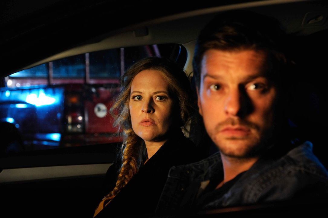 Wahr oder nur ein Traum? Fritz (Matthi Faust, r.) und Alexander lassen Josephine (Diana Amft, l.) im Auto vorne sitzen ... - Bildquelle: Hardy Spitz SAT.1