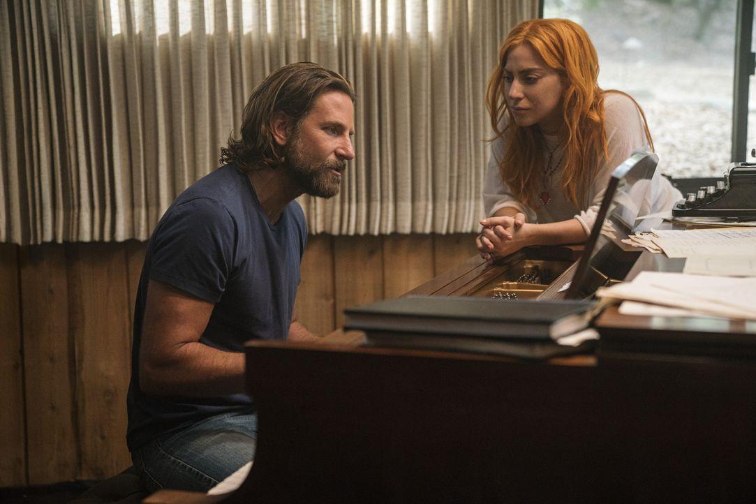 Jack (Bradley Cooper, l.); Allly (Lady Gaga, r.) - Bildquelle: Clay Enos 2017 Warner Bros. Entertainment Inc. / Clay Enos