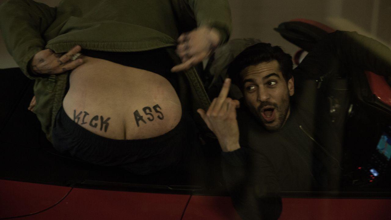 Hat immer einen Scherz parat: Max (Elyas M'Barek) ... - Bildquelle: Jan Rasmus Voss Wiedemann & Berg Film / Jan Rasmus Voss