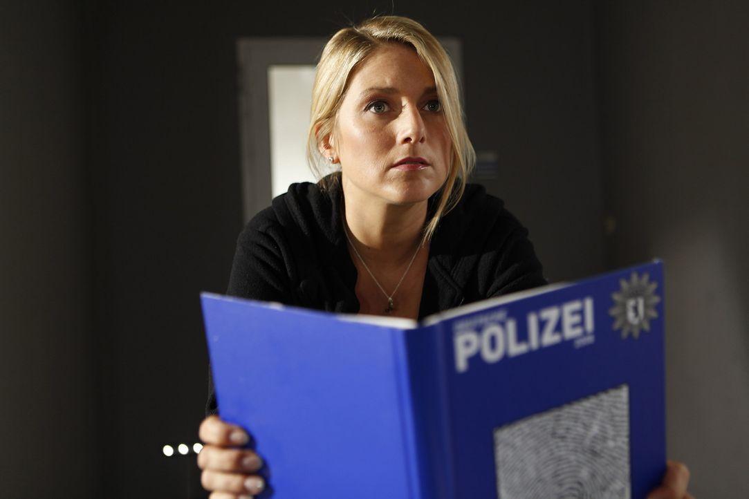 Als Sabine getarnt, nimmt Callgirl Lizzy (Jeanette Biedermann) die Sekretärinnenstelle im LKA an. Zunächst ist die junge Frau davon überzeugt, da... - Bildquelle: SAT.1