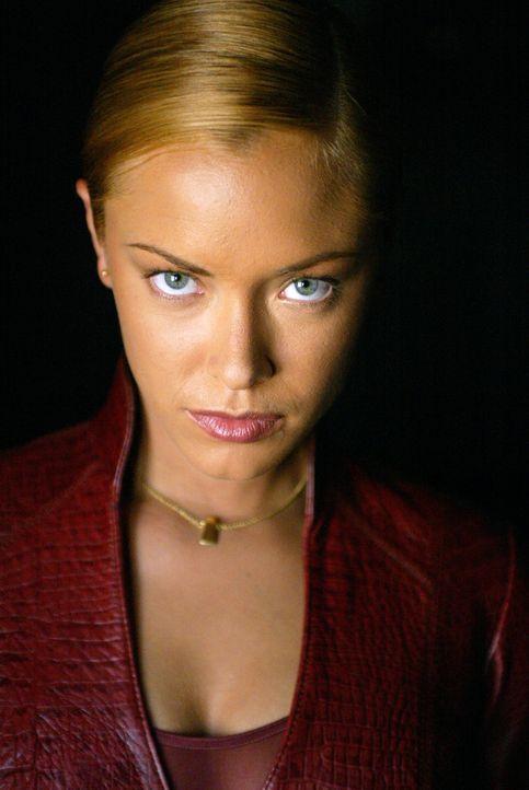 T-X (Kristanna Loken) kommt aus der Zukunft, um den Job zu erledigen, den ihr Vorgänger T-1000 nicht zu Ende bringen konnte ... - Bildquelle: 2004 Sony Pictures Television International. All Rights Reserved.
