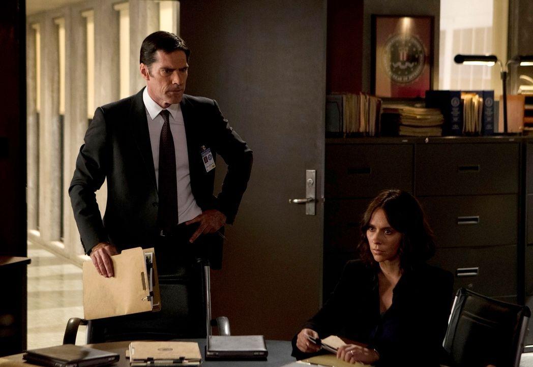 Das Team um Hotch (Thomas Gibson, l.) versucht einen Serientäter, der in Bakersfield, Kalifornien, sein Unwesen treibt, zu fassen, und bekommt dabei... - Bildquelle: Monty Brinton ABC Studios