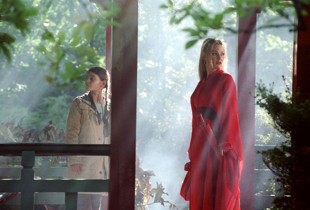 Zusammen im Garten des Ostens: Mechthilde (Eva Hassmann, r.) und Antonia (Pauline Freidl, l.) - Bildquelle: Sat.1