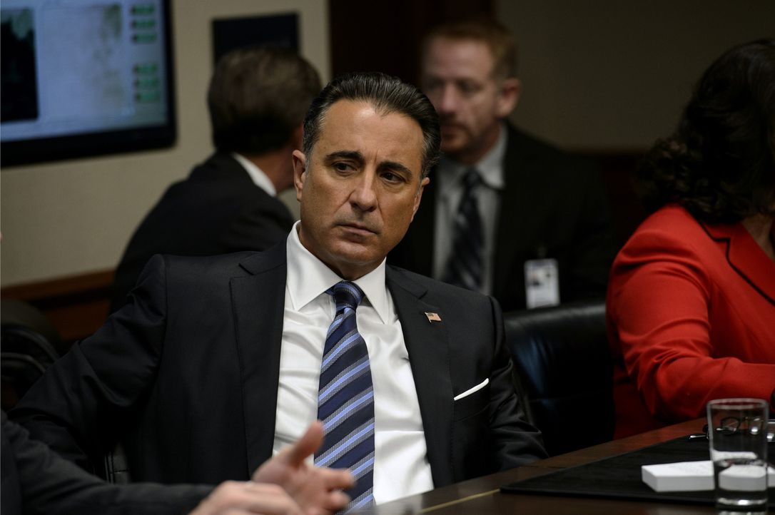 President Andrew Palma (Andy Garcia) - Bildquelle: 2017 Warner Bros. Entertainment Inc., Skydance Productions, LLC and RatPac-Dune Entertainment LLC. All Rights Reserved.