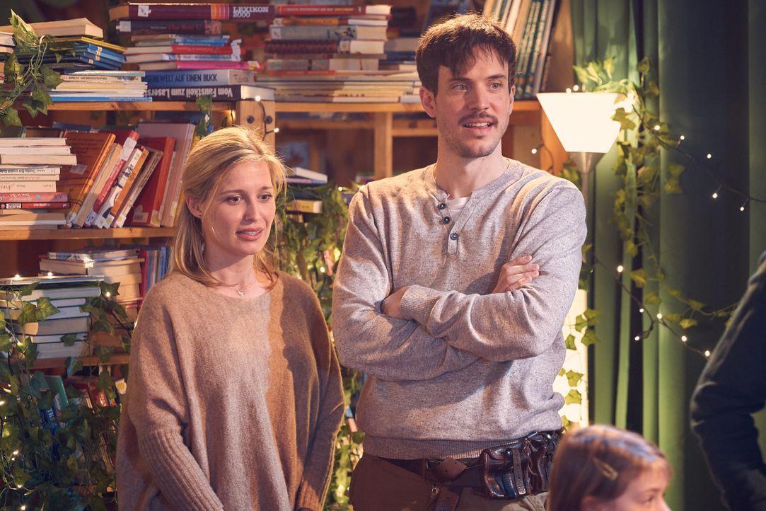 Hannah (Pina Kühr, l.); Volker (Tobias van Dieken, r.) - Bildquelle: Frank Dicks SAT.1 / Frank Dicks