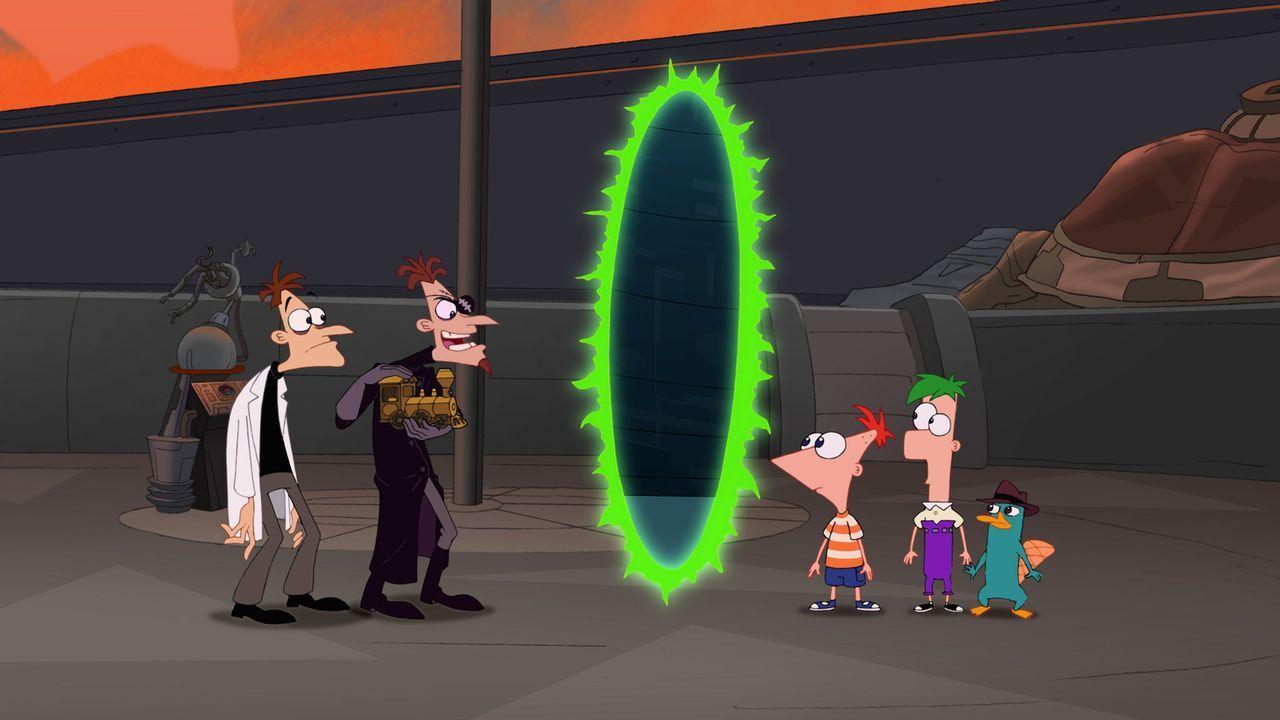 Dr. Doofenschmirtz (l.) ist es gelungen, mittels einer speziellen Maschine ein Tor in eine andere Dimension zu öffnen. Phineas (3.v.r.), Ferb (2.v.... - Bildquelle: Disney