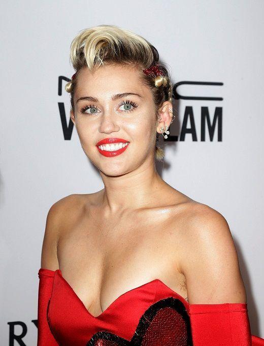 MileyCyrus - Bildquelle: dpa: Jason Szenes