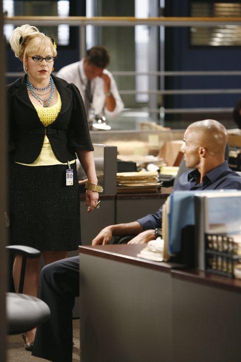 Versuchen mit allen Mitteln, eine Gruppe von Serientätern zu stoppen: Penelope (Kirsten Vangsness, l.) und Morgan (Shemar Moore, r.) ... - Bildquelle: Touchstone Television