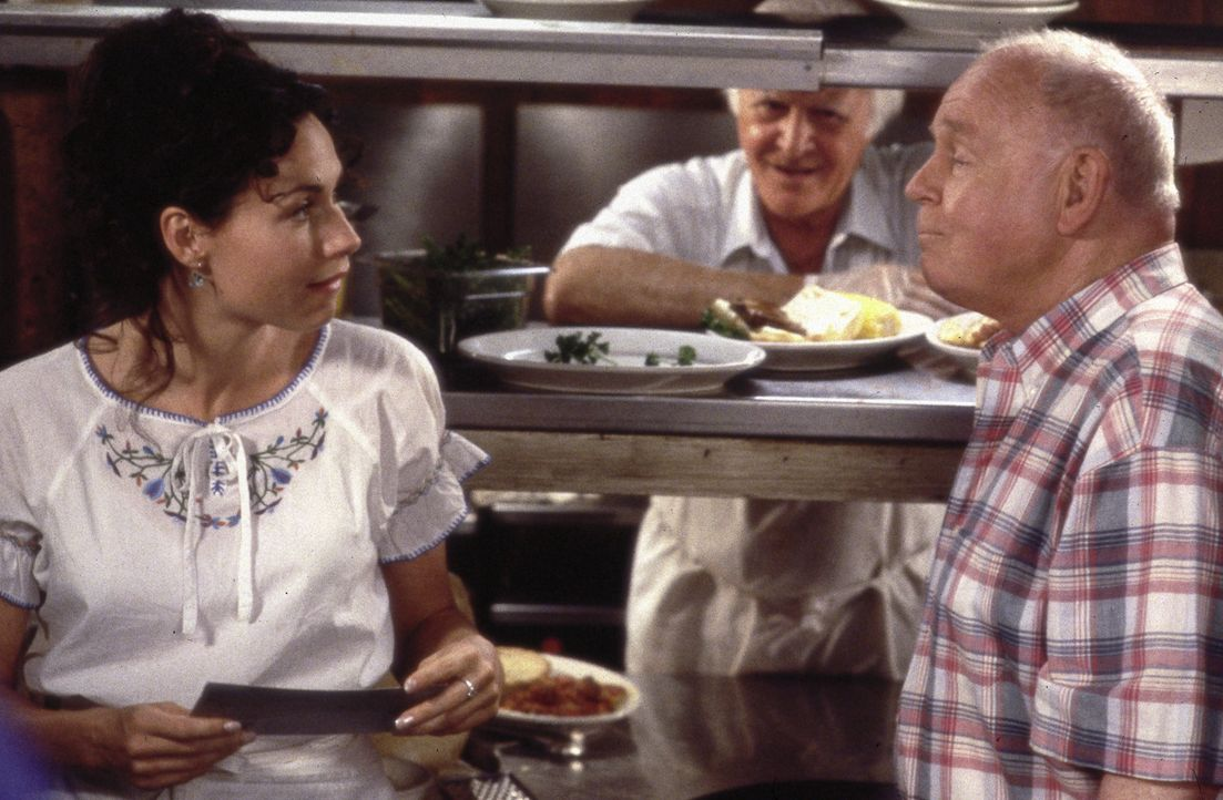 Graces (Minnie Driver, l.) irischer Großvater Marty (Carroll O'Connor, r.) ist Chef des einzigen irisch-italienischen Restaurants in der Stadt, ihr... - Bildquelle: Metro-Goldwyn-Mayer