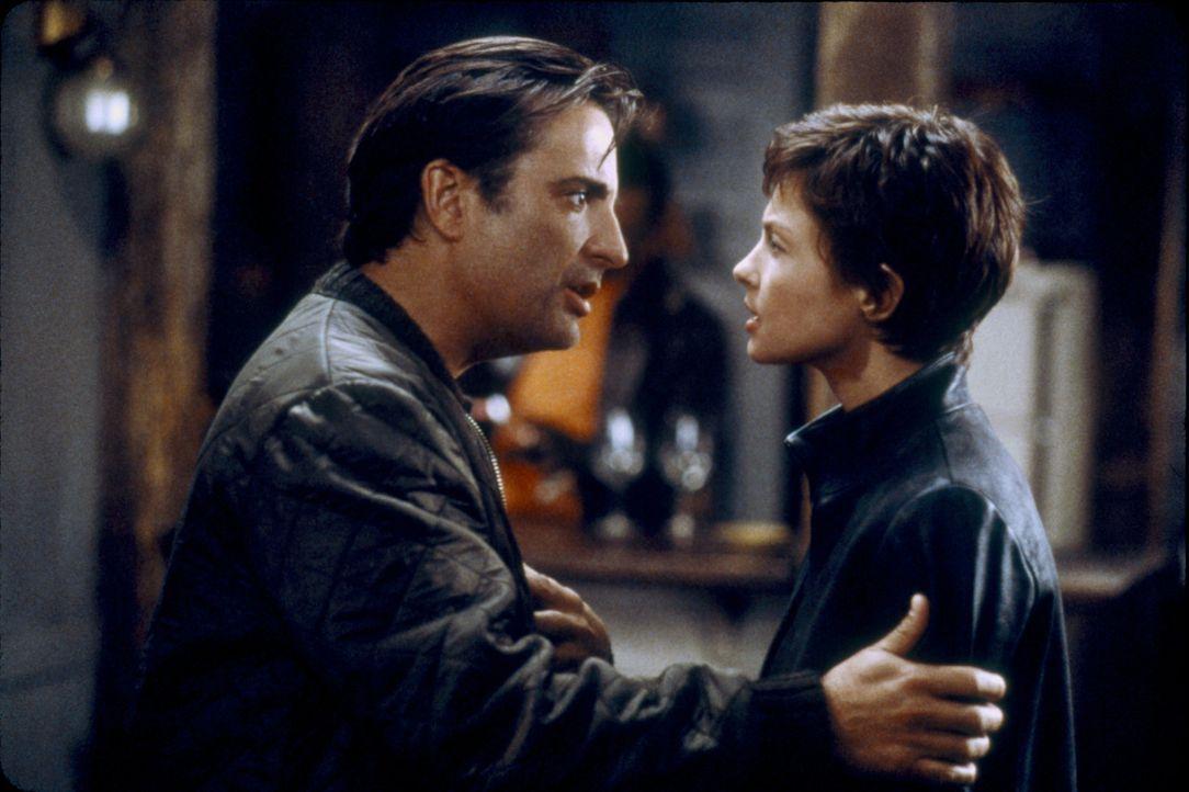 Ein Serienkiller macht die Stadt unsicher! Daher werden die Polizistin Jessica Shepard (Ashley Judd, r.) und ihr neuer Partner Mike Delmarco (Andy G... - Bildquelle: Paramount Pictures