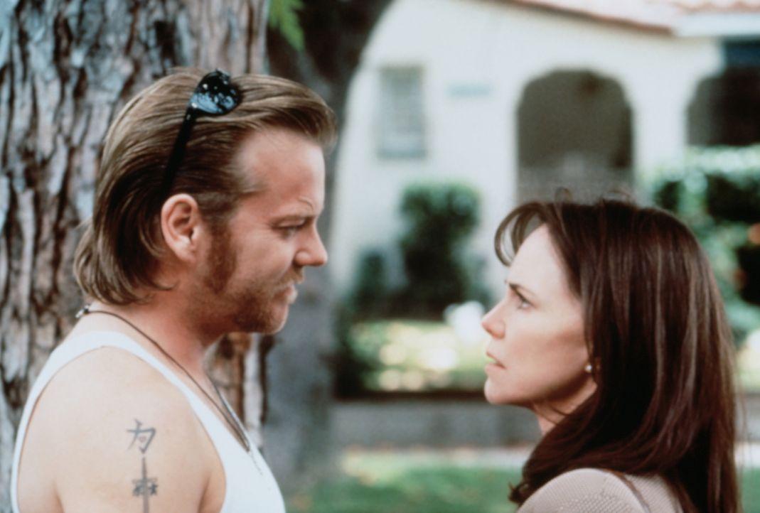 Endlich ist es soweit: Karen (Sally Field, r.) steht Doob (Kiefer Sutherland, l.) gegenüber - und sie hat eine Waffe ... - Bildquelle: Paramount Pictures