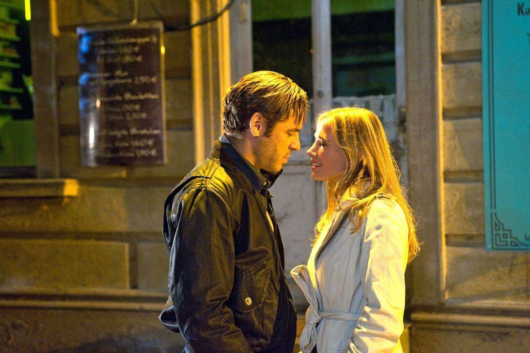 Ben (Tobas Oertel, l.) und Maja (Nadeshda Brennecke, r.) kommen sich näher ... - Bildquelle: Sat.1