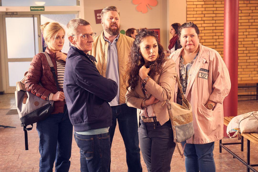 (v.l.n.r.) Hannah (Pina Kühr); Stefan (Michael Kessler); Walter (Andreas Birkner); Mel (Tanya Erartsin); Kim (Nadja Zwanziger) - Bildquelle: Frank Dicks SAT.1 / Frank Dicks