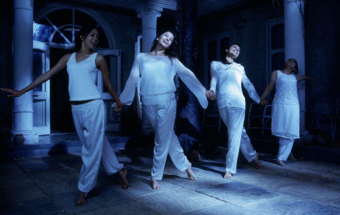 Warten auf ihren Traumprinzen: (v.l.n.r.) Lakhi (Peeya Rai Chowdhary), Lalita (Aishwarya Rai), Jaya (Namrata Shirodkar) und Maya (Meghna Kothari) ... - Bildquelle: Miramax Films