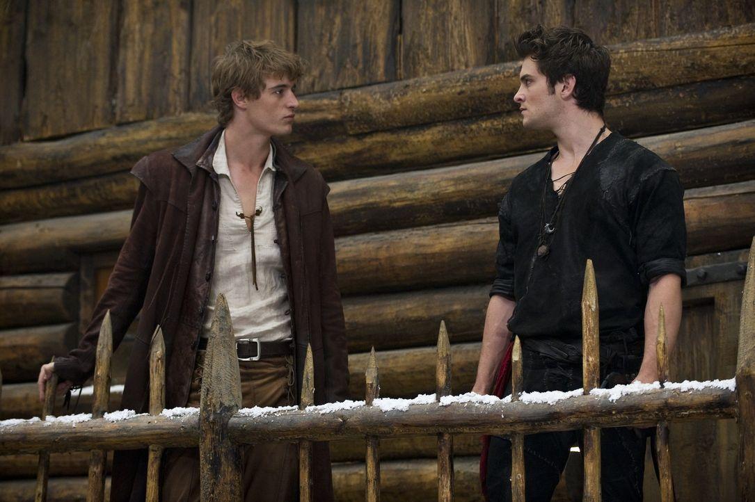 Henry (Max Irons, l.); Peter (Shiloh Fernandez, r.) - Bildquelle: Warner Bros.
