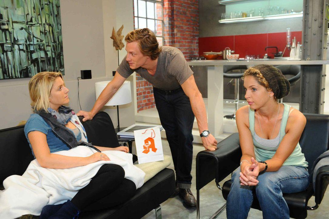Sind froh, dass alles überstanden ist: (v.l.n.r.) Anna (Jeanette Biedermann), Tom (Patrick Kalupa) und Nina (Maria Wedig) ... - Bildquelle: SAT.1