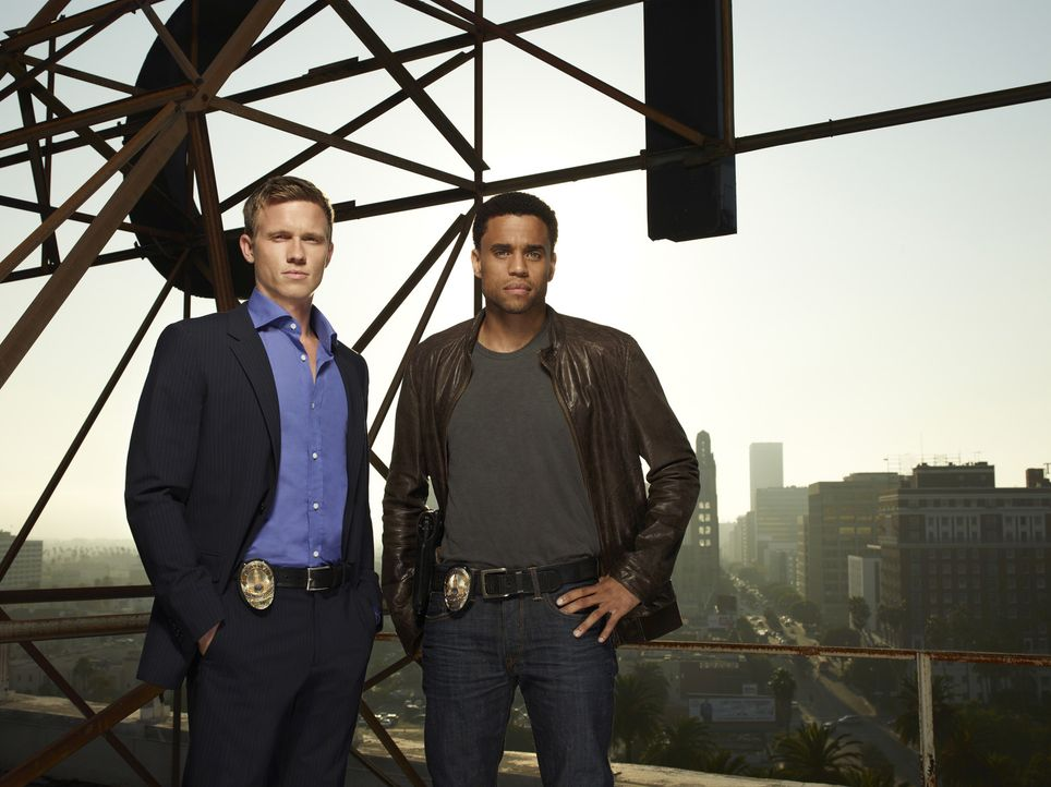 (1. Staffel) - Travis Marks (Michael Ealy, r.) und Wes Mitchell (Warren Kole, l.): Der eine Ex-Anwalt und leidenschaftlicher Gärtner, der andere ei... - Bildquelle: USA Network