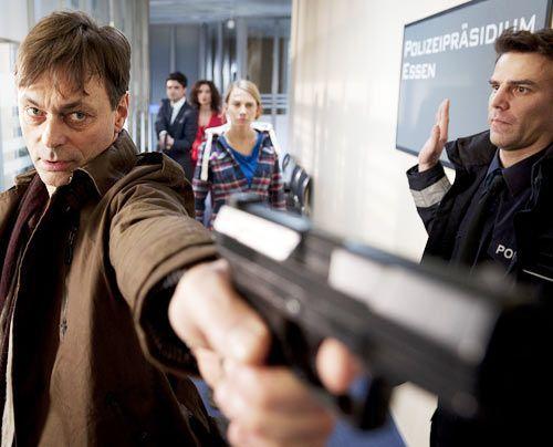Eine Spur führt zum Millionär Udo Bolt (Peter Benedict), der zu Jähzorn und Wutausbrüchen neigt... - Bildquelle: Martin Rottenkolber - Sat1