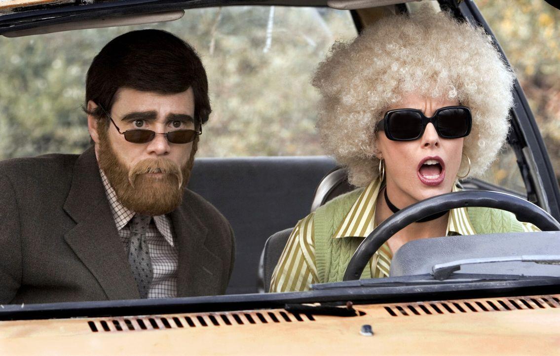 Nach ihrer Arbeitslosigkeit verlegen sich Dick (Jim Carrey, l.) und Jane (Téa Leoni, r.) auf Banküberfälle - manchmal als Siegmund Freud und Mari... - Bildquelle: Sony Pictures Television International. All Rights Reserved.