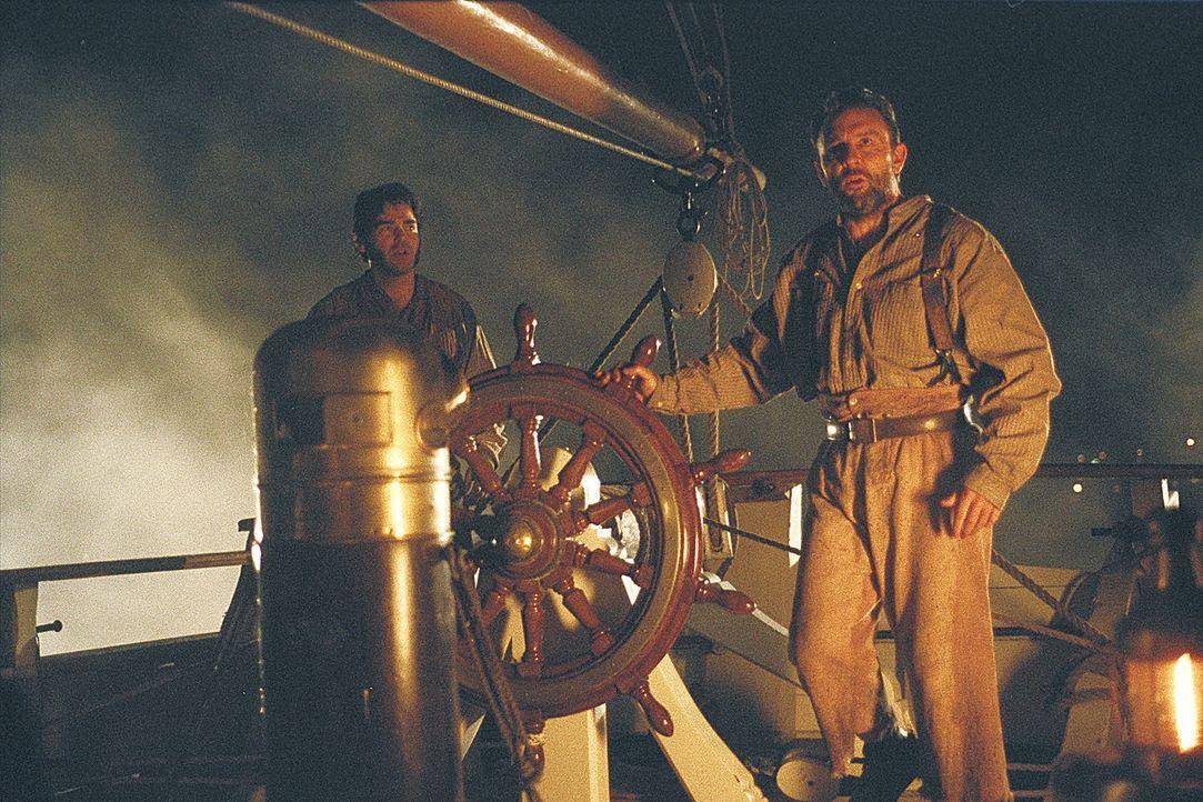 Erst spät erkennt Captain Dunn (Jim Piddock), dass seine Besatzung Opfer einer bestialischen Kreatur geworden ist ... - Bildquelle: 2004 Sony Pictures Television International. All Rights Reserved.