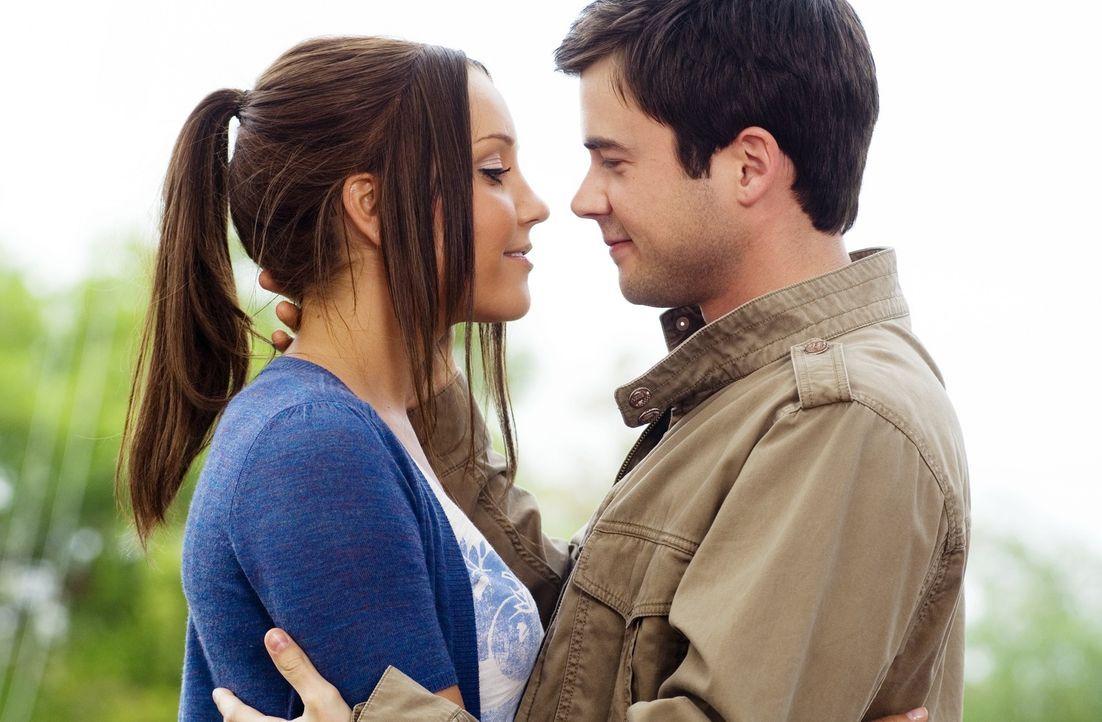 Allen Widerständen und Intrigen zum Trotz verlieben sich Sydney White (Amanda Bynes, l.) und Tyler Prince (Matthew Long, r.) ineinander. Das kann Ra... - Bildquelle: 2007 Universal Studios, All Rights Reserved